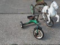 Retro behandla som ett barn trehjulingar royaltyfria foton