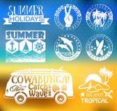 Retro beståndsdelar för sommar som surfar designer Royaltyfri Bild