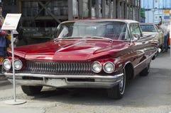 Retro bil Buick Invicta Royaltyfri Bild