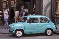 Retro bil för nostalgi royaltyfria bilder