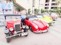 Retro bil i Chiang Mai, Thailand Royaltyfri Fotografi