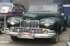 Retro bil Lincoln Continental Arkivfoto