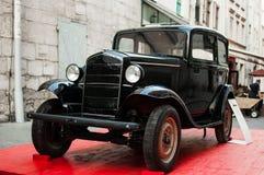 Retro bil på den Leopolis granda prixen 2013 Arkivbilder