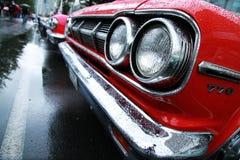 Retro bilar. Coolyen vaggar på festival Royaltyfri Bild