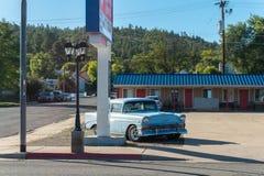 Retro bilar i den Williams staden i Arizona USA En av staden på den berömda Route 66 i USA Fotografering för Bildbyråer