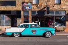 Retro bilar i den Williams staden i Arizona USA En av staden på den berömda Route 66 i USA Royaltyfri Foto