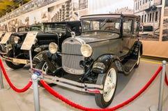 Retro bilFord utställning av det historiska auto museet, Ryssland, Ekaterinburg, Verkhnyaya Pyshma 04 03 2017 år Arkivfoto