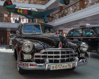 Retro billimousine, utställningshistoriemuseum, Ekaterinburg, Ryssland, 06 09 2014 år Arkivfoto