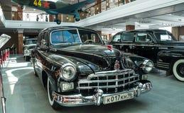 Retro billimousine, utställningshistoriemuseum, Ekaterinburg, Ryssland, 06 09 2014 år Arkivfoton