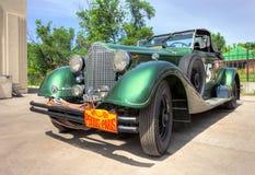 Retro bilPackard cabriolet 1934 år Arkivfoton