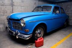 retro blå bil Fotografering för Bildbyråer
