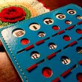 Retro- blaue und rote Bingokarte Stockfotografie