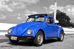 Retro blauwe auto Royalty-vrije Stock Foto's