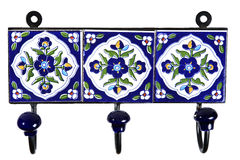 Retro blauwe verglaasde tegelhanger die op witte achtergrond wordt geïsoleerd Royalty-vrije Stock Foto