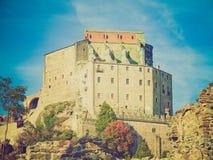 Retro blickSacra di San Michele abbotskloster Fotografering för Bildbyråer
