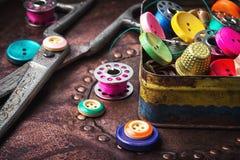 Retro bottoni e fili fotografia stock