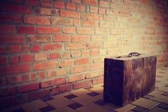 Retro bruine houten koffer Stock Afbeeldingen
