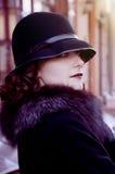 Retro brunette in de hoed royalty-vrije stock afbeeldingen