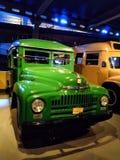Retro bus d'annata, manifestazione del camion in museo immagini stock