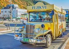Retro- Bus an Kawaguchiko-Station Lizenzfreie Stockfotos