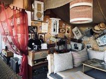 Retro caffè di arte di stile in Solnechnogorsk, Crimea immagini stock