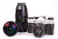 Retro camera SLR met reeks lenzen Stock Fotografie