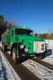 Retro camion di Volvo dal 1972 sulle strade nevose immagine stock libera da diritti