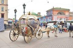 Retro carriage with horses in StPetersburg Foto de archivo