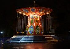Retro carrousel in het park Stock Foto's