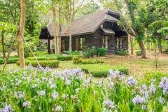 Retro casa in un giardino Fotografia Stock Libera da Diritti