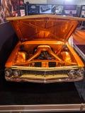Retro chevy arancio fotografie stock