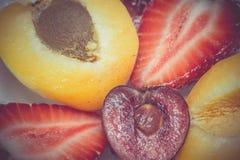 Retro ciliegia e fragola dell'albicocca Immagini Stock