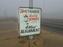 Retro contrassegno del distributore di benzina, nessun etanolo, servizio di qualità Fotografia Stock