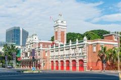 Retro costruzione d'annata della caserma dei pompieri immagini stock libere da diritti