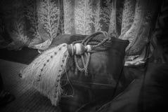 Retro cuscini e tende fotografia stock