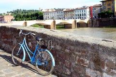 Retro cykel i Florence Arkivfoto