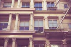 Retro de StadsFlatgebouw van stijlnew york stock afbeelding