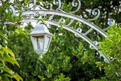 Retro dekorativ lykta i trädgården Fotografering för Bildbyråer