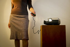 Retro- Diaprojektor-Frau Lizenzfreies Stockfoto