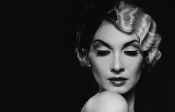Retro donna bionda elegante Fotografia Stock