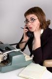 Retro donna di affari sul telefono. immagini stock libere da diritti