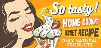 Retro donna disegnata che mangia dolce con crema e la bacca Illustrazione di Pop art della ragazza con il brownie Stampa dei vest Immagini Stock Libere da Diritti