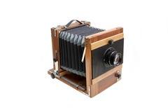 Retro drewniana kamera. Odizolowywający na białym tle fotografia royalty free