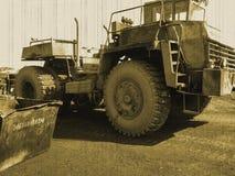 Retro dumper, åldrigt foto, lastbil för rest royaltyfria foton