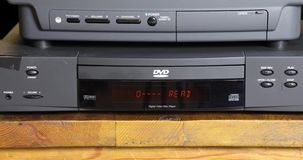 Retro DVD-speler en TV stock video