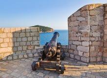 Retro działo przy Dubrovnik, Chorwacja fotografia royalty free