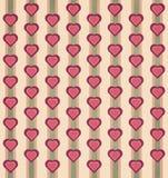 Retro e vintage denominou o teste padrão do coração e da listra com verde amarelo vermelho e laranja do rosa silenciado das cores Fotografia de Stock Royalty Free