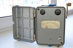 retro el análogo, megaohmmeter protegido contra explosiones, fue utilizado en el trabajo en minas Producción de la URSS foto de archivo libre de regalías