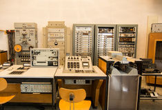 Retro elektronische studio 1955 van de muziekopname stock fotografie