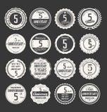 Retro emblemsamling för årsdag, 5 år Arkivbilder